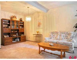 """Photo 5: 115 5710 201ST Street in Langley: Langley City Condo for sale in """"WHITE OAKS"""" : MLS®# F2722250"""