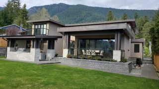 Photo 2: 5199 CLIFFRIDGE Avenue in North Vancouver: Canyon Heights NV House for sale : MLS®# R2558057