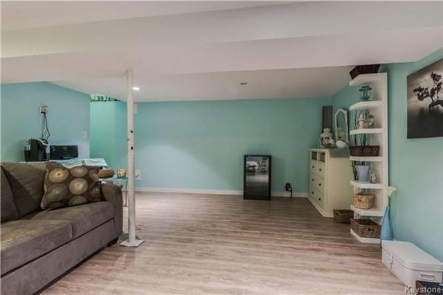 Photo 13: Photos: 427 Dowling Avenue in Winnipeg: East Transcona Residential for sale (3M)  : MLS®# 1716134