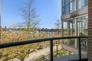 """Photo 7: 110 1228 MARINASIDE Crescent in Vancouver: Yaletown Townhouse for sale in """"Crestmark II"""" (Vancouver West)  : MLS®# R2564048"""