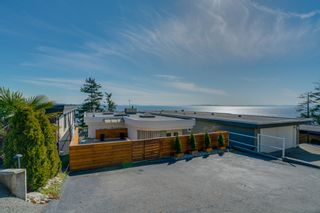 "Photo 2: 14837 PROSPECT Avenue: White Rock House for sale in ""WHITE ROCK"" (South Surrey White Rock)  : MLS®# R2365629"