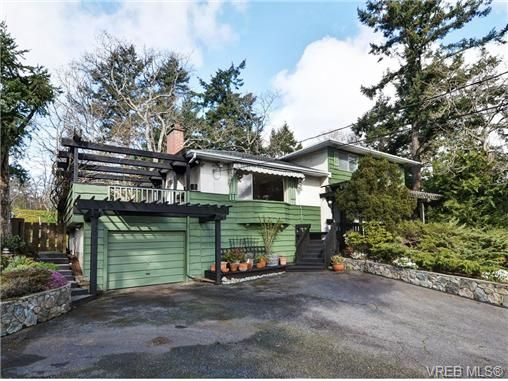 Main Photo: 3528 Plymouth Rd in VICTORIA: OB Henderson House for sale (Oak Bay)  : MLS®# 696453