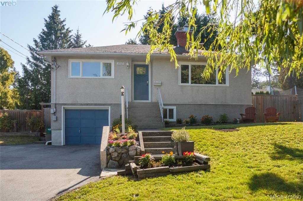 Main Photo: 3929 Braefoot Rd in VICTORIA: SE Cedar Hill House for sale (Saanich East)  : MLS®# 821071