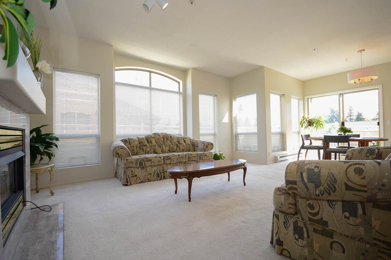 """Photo 3: Photos: 302S 1100 56 Street in Delta: Tsawwassen East Condo for sale in """"ROYAL OAKS"""" (Tsawwassen)  : MLS®# R2093425"""