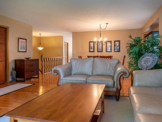 Photo 6: 90 Healy Crescent in Winnipeg: River Park South Residential for sale (2F)  : MLS®# 202122238