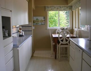 """Photo 6: 1137 CLOVERLEY Street in North_Vancouver: Calverhall House for sale in """"CALVERHALL"""" (North Vancouver)  : MLS®# V752325"""