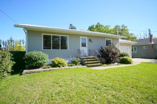 Photo 1: 82 Grafton St in Macgregor: House for sale : MLS®# 202123024