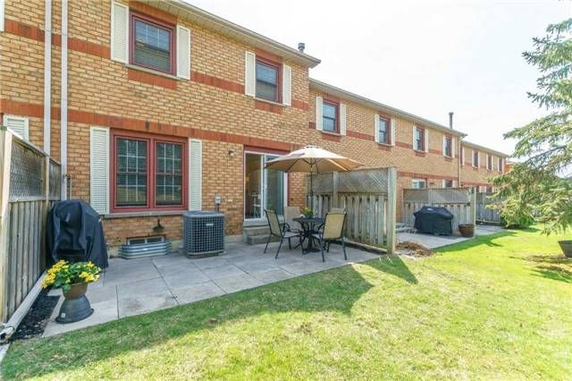 Photo 4: Photos: 48 1610 E Crawforth Street in Whitby: Blue Grass Meadows Condo for sale : MLS®# E4125009