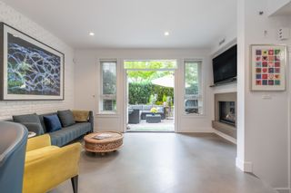 """Photo 2: 1 2437 W 1ST Avenue in Vancouver: Kitsilano Townhouse for sale in """"FIRST AVENUE MEWS"""" (Vancouver West)  : MLS®# R2603128"""
