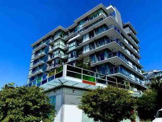 """Photo 2: 261 2080 W BROADWAY in Vancouver: Kitsilano Condo for sale in """"Pinnacle Living on Broadway"""" (Vancouver West)  : MLS®# R2496208"""