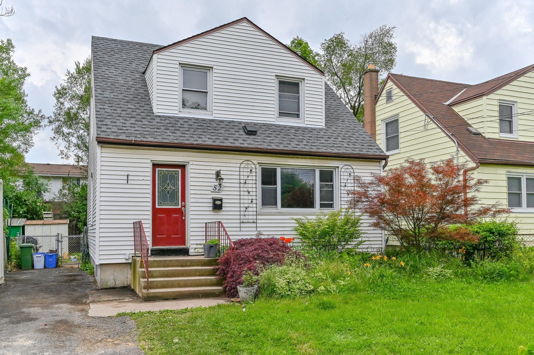 Main Photo: 52 Martha Street in Hamilton: House for sale : MLS®# H4062647