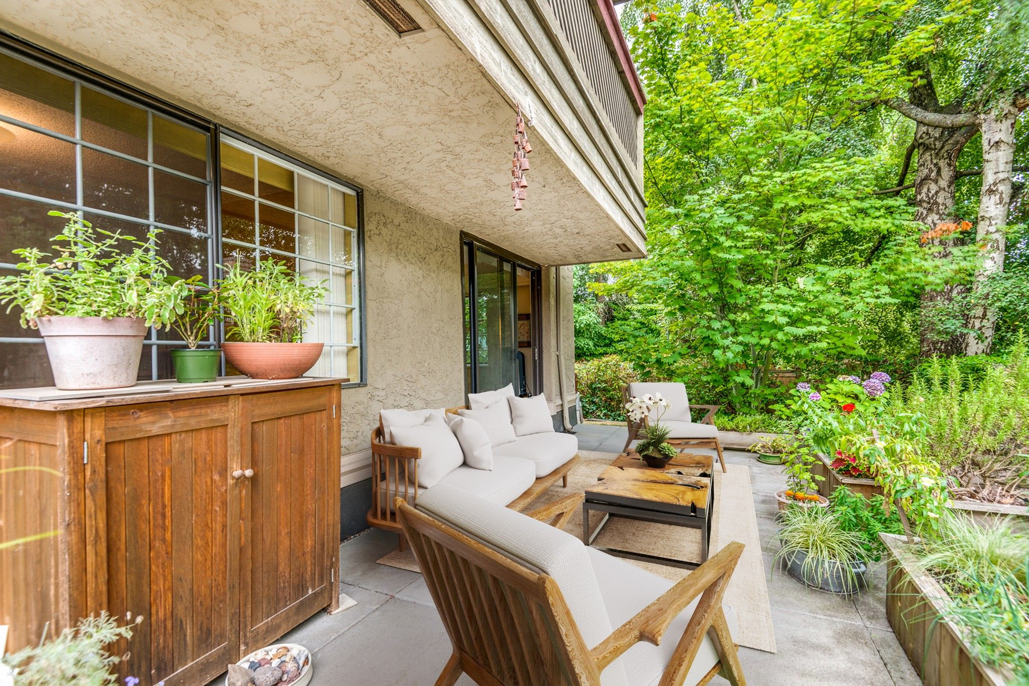 """Main Photo: 104 436 SEVENTH Street in New Westminster: Uptown NW Condo for sale in """"REGENCY COURT"""" : MLS®# R2609337"""
