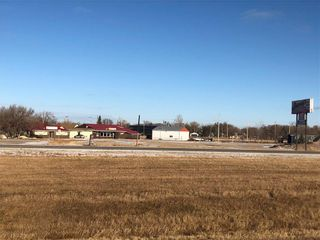 Photo 1: 21 2 Avenue in Letellier: Industrial / Commercial / Investment for sale (R17)  : MLS®# 202028281