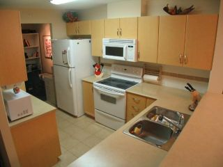 """Photo 4: 404 6659 Southoaks Crescent, South Burnaby in Burnaby: Highgate Condo for sale in """"Gemini II"""" (Burnaby North)"""