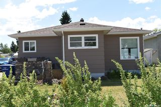 Photo 1: 204 Maple Road West in Nipawin: Residential for sale : MLS®# SK859908