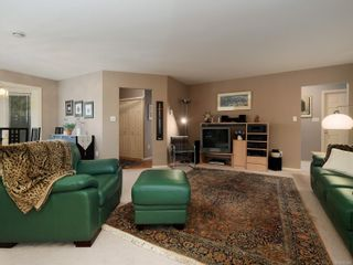 Photo 3: 9692 First St in Sidney: Si Sidney South-East Half Duplex for sale : MLS®# 864027