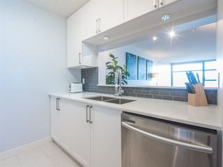Photo 6: 1708 5380 OBEN STREET in Vancouver: Collingwood VE Condo for sale (Vancouver East)  : MLS®# R2445259