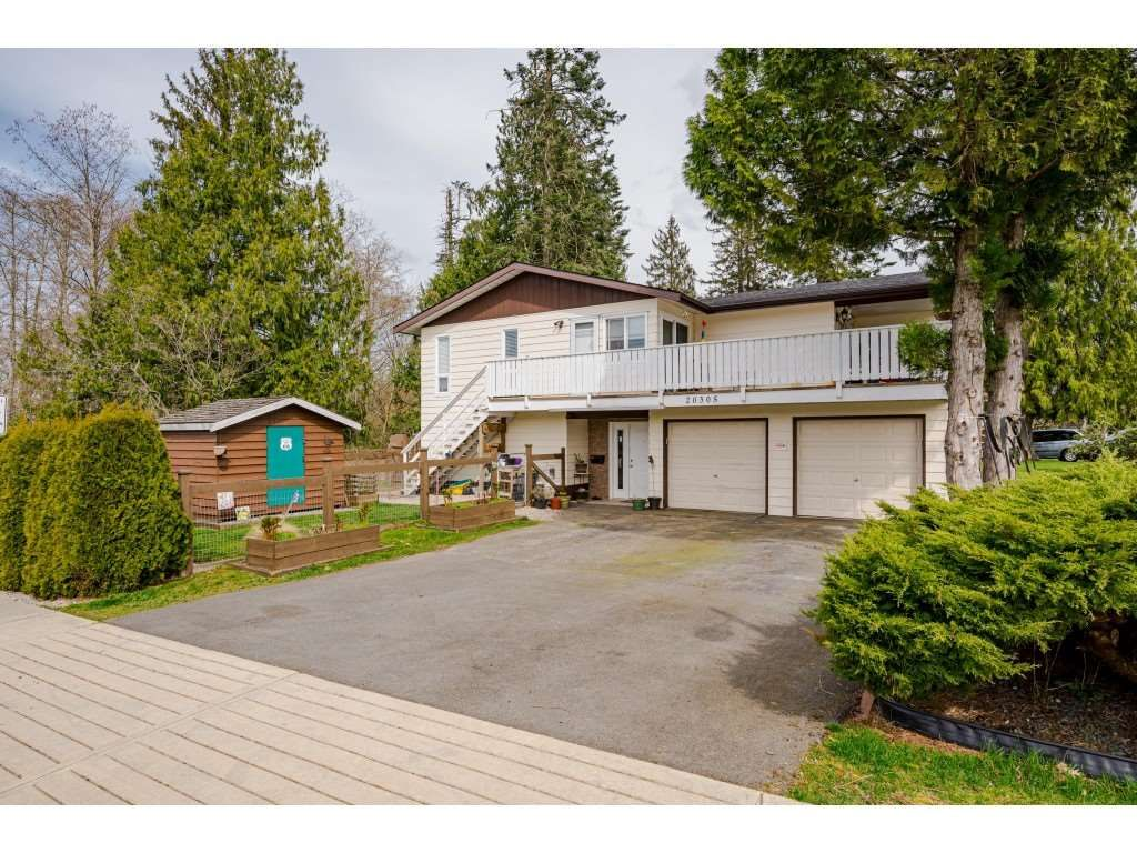 Photo 1: Photos: 20305 50 AVENUE in Langley: Langley City House for sale : MLS®# R2561802
