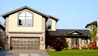 "Photo 1: 474 TRALEE Crescent in Delta: Pebble Hill House for sale in ""PEBBLE HILL"" (Tsawwassen)  : MLS®# R2533221"