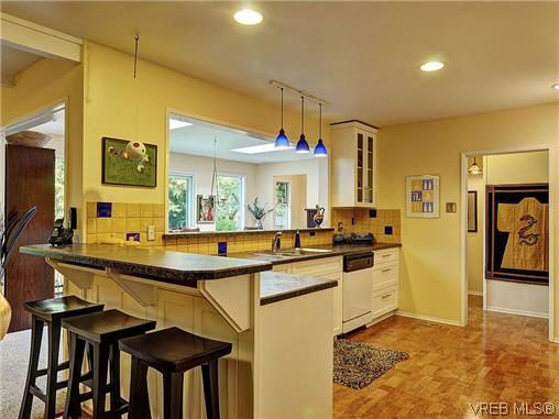 Photo 8: Photos: 770 Claremont Avenue in VICTORIA: SE Cordova Bay Residential for sale (Saanich East)  : MLS®# 318618