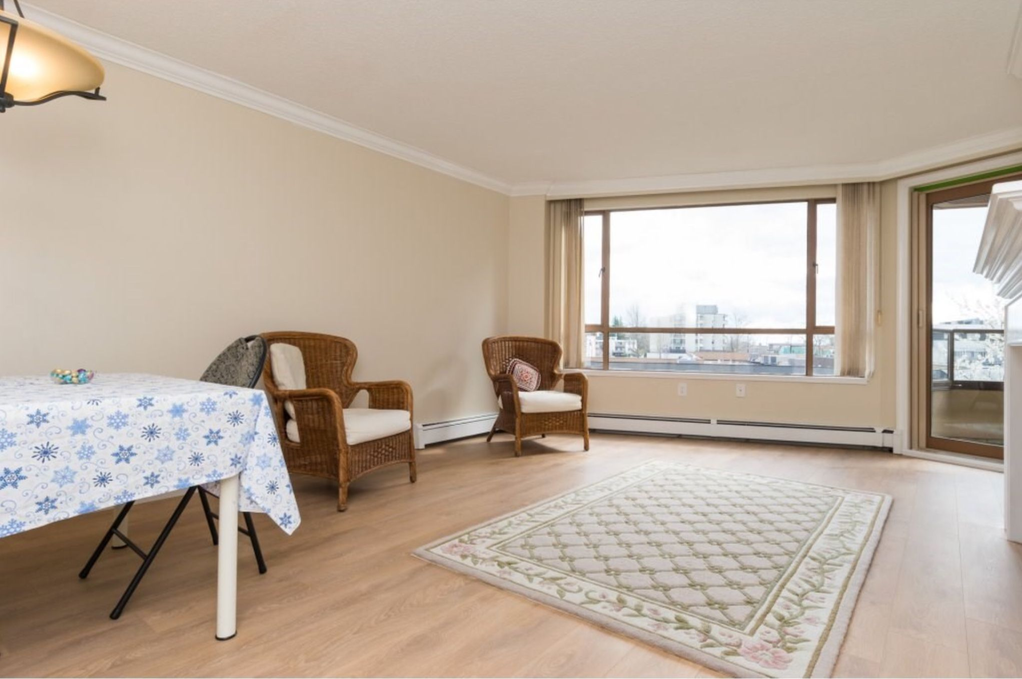 Photo 5: Photos: 410, 15111 Russell Avenue: White Rock Condo for sale (South Surrey White Rock)  : MLS®# R2152299