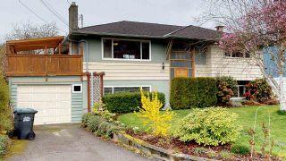 """Photo 1: 2111 RIDGEWAY Crescent in Squamish: Garibaldi Estates House for sale in """"Garibaldi Estates"""" : MLS®# R2258821"""