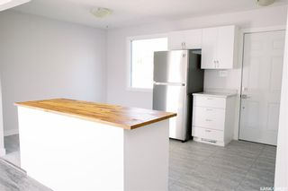 Photo 5: 117 Acadia Court in Saskatoon: West College Park Residential for sale : MLS®# SK870453