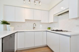 """Photo 6: 902 2288 W 40TH Avenue in Vancouver: Kerrisdale Condo for sale in """"Kerrisdale Parc"""" (Vancouver West)  : MLS®# R2363807"""