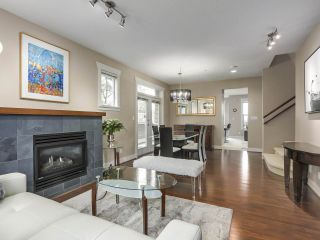 "Photo 3: 229 E QUEENS Road in North Vancouver: Upper Lonsdale Townhouse for sale in ""QUEENS COURT"" : MLS®# R2362718"