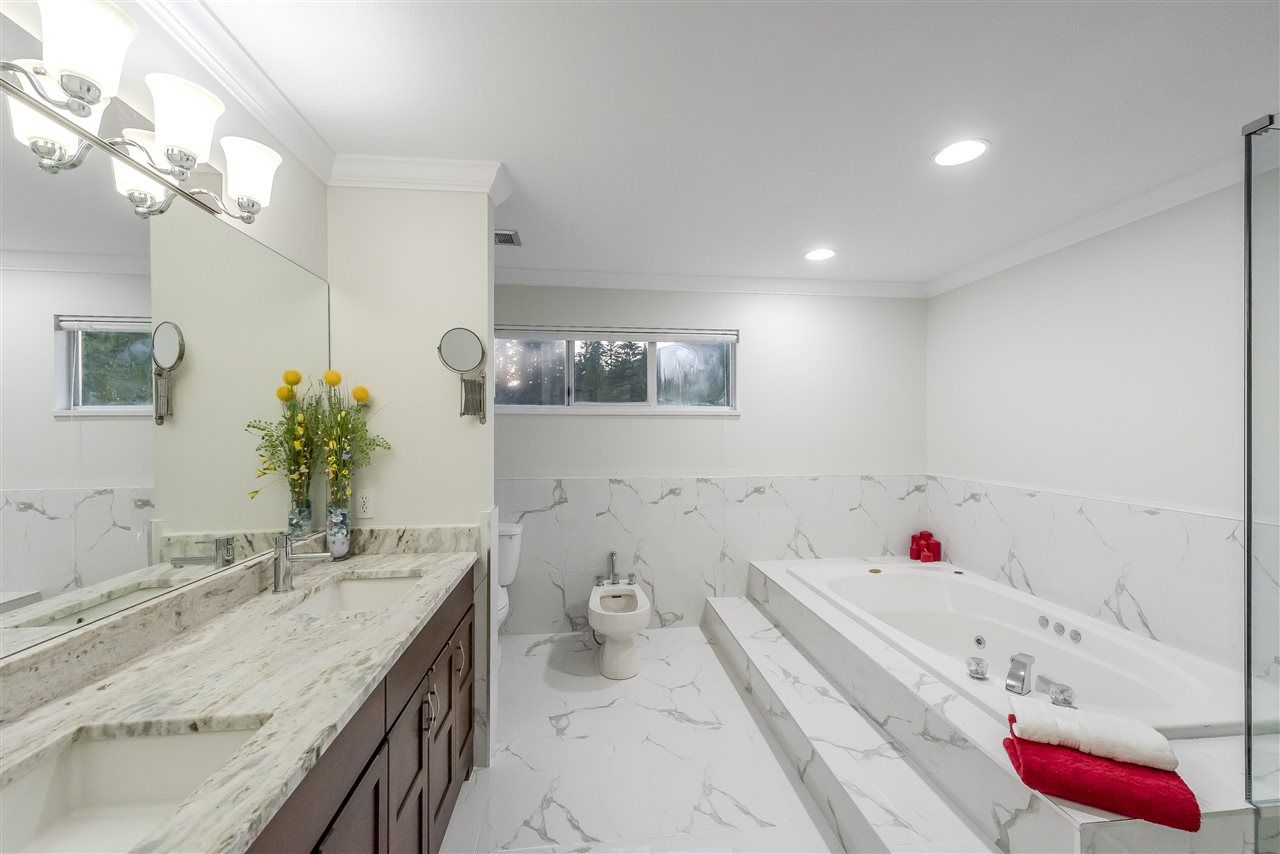Photo 11: Photos: 207 MONTROYAL BOULEVARD in North Vancouver: Upper Lonsdale House for sale