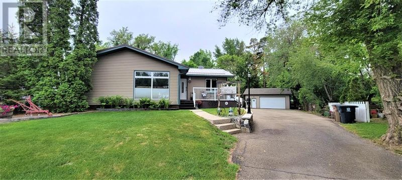 FEATURED LISTING: 32 Purcell Place East Brooks