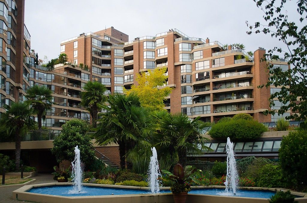 """Main Photo: 102 1450 PENNYFARTHING Drive in Vancouver: False Creek Condo for sale in """"Harbour Cove"""" (Vancouver West)  : MLS®# R2041852"""
