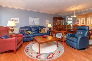 Photo 2: 9 106 Aldersmith Pl in View Royal: VR Glentana Row/Townhouse for sale : MLS®# 872352