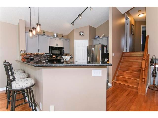 Photo 3: Photos: 208 MT ABERDEEN Circle SE in Calgary: McKenzie Lake House for sale : MLS®# C4067845