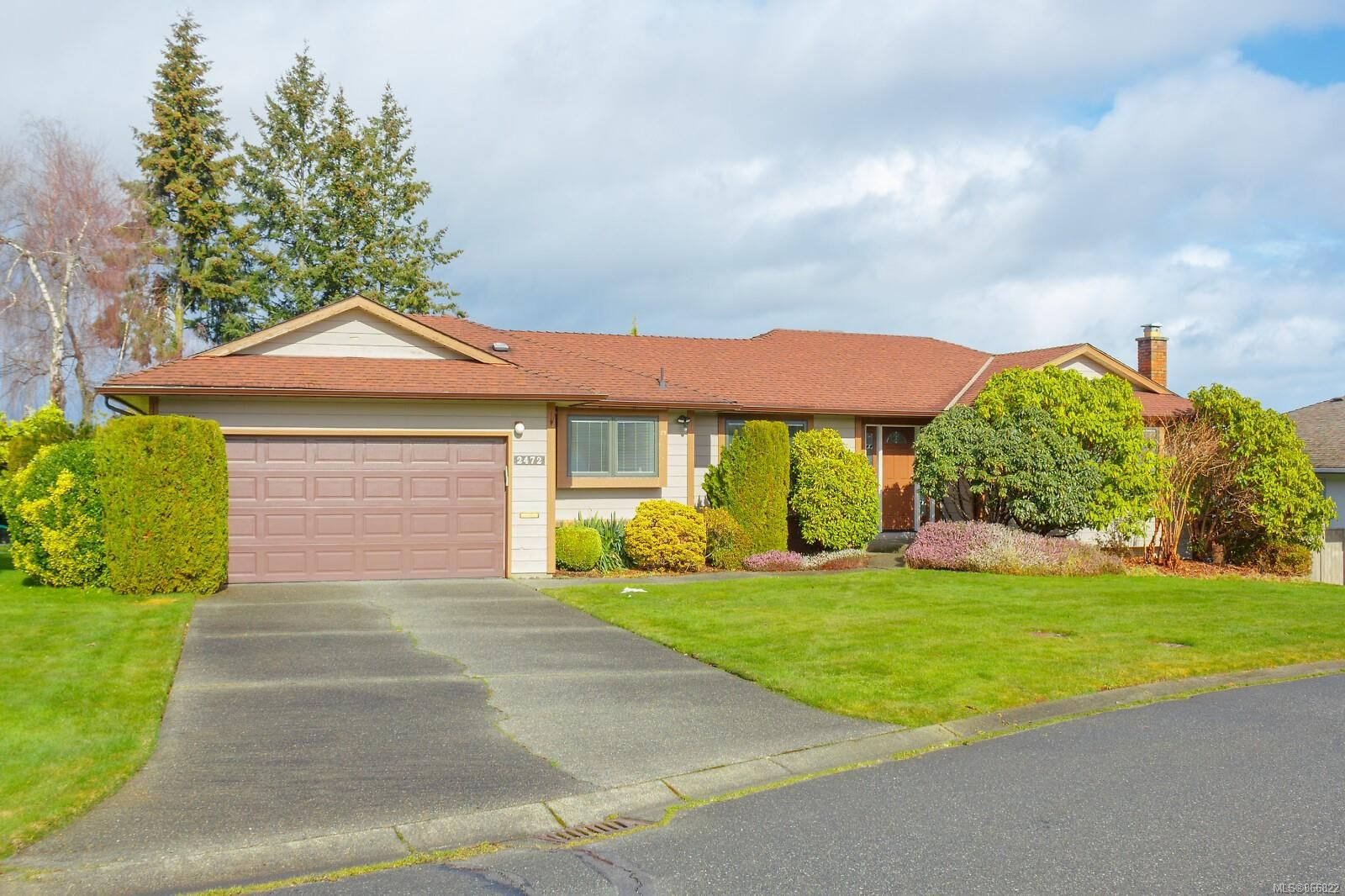 Main Photo: 2472 Costa Vista Pl in : CS Keating House for sale (Central Saanich)  : MLS®# 866822
