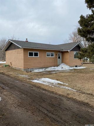 Photo 2: 305 3rd Avenue East in Kelvington: Residential for sale : MLS®# SK842624