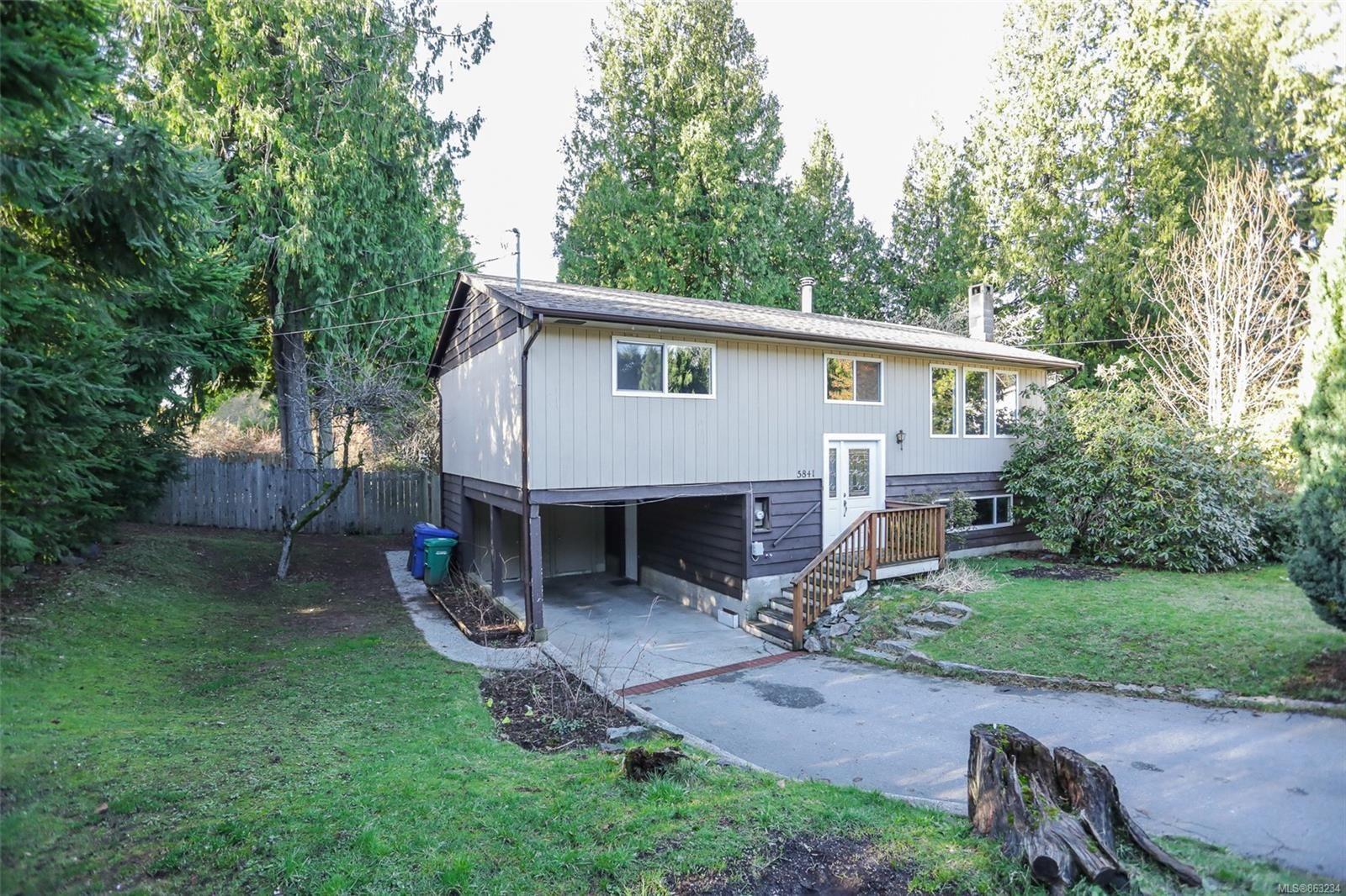 Main Photo: 5841 Parkway Dr in : Na North Nanaimo House for sale (Nanaimo)  : MLS®# 863234