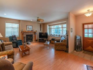 Photo 3: 607 JOHNSON Crescent, in Oliver: House for sale : MLS®# 190889