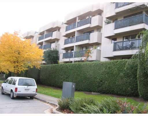 """Main Photo: 409 2142 CAROLINA Street in Vancouver: Mount Pleasant VE Condo for sale in """"WOOD DALE"""" (Vancouver East)  : MLS®# V793315"""
