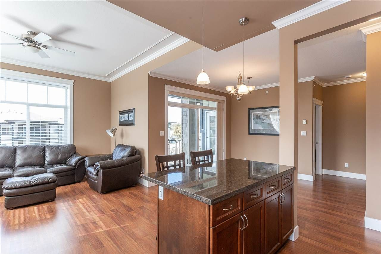 """Photo 6: Photos: 409 33338 MAYFAIR Avenue in Abbotsford: Central Abbotsford Condo for sale in """"The Sterling"""" : MLS®# R2346998"""