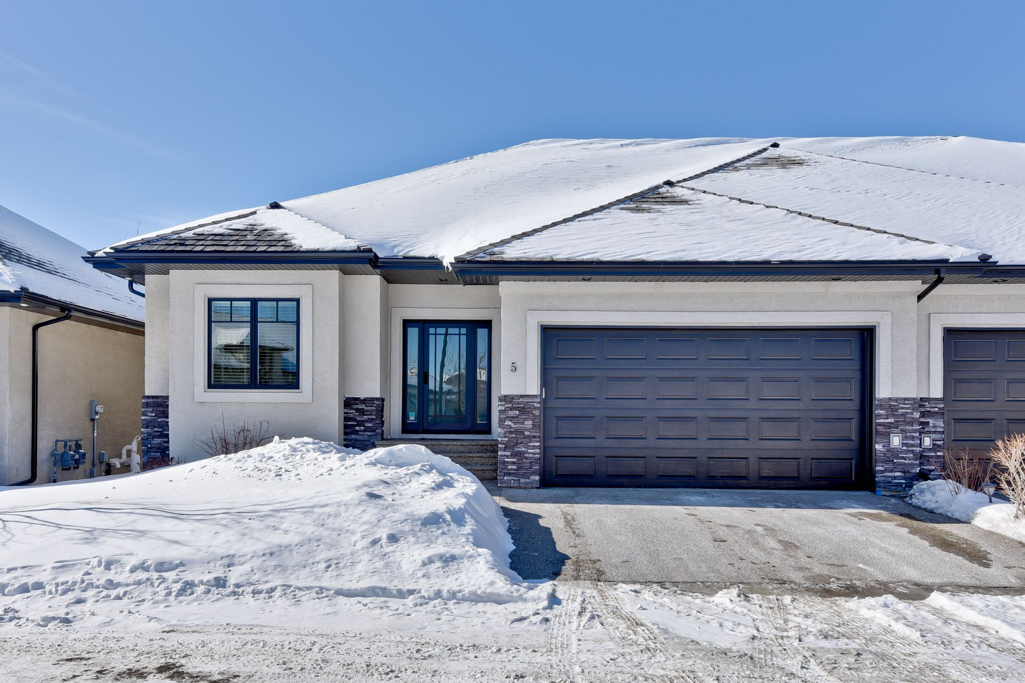 Main Photo: 5 4058 MacTaggart Drive: House for sale