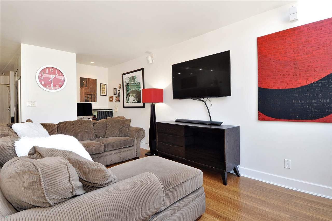 """Photo 8: Photos: 206 225 SIXTH Street in New Westminster: Queens Park Condo for sale in """"ST. GEORGE'S MANOR"""" : MLS®# R2394258"""