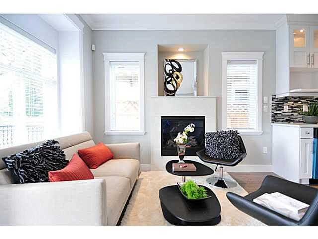"Photo 2: Photos: 2187 E 34TH Avenue in Vancouver: Victoria VE 1/2 Duplex for sale in ""DUPLEX"" (Vancouver East)  : MLS®# V1112839"