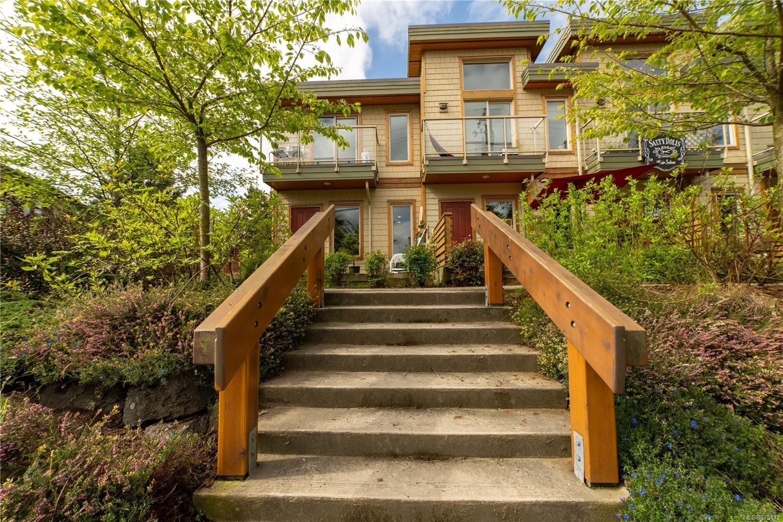 Main Photo: 105 605 Gibson St in : PA Tofino Row/Townhouse for sale (Port Alberni)  : MLS®# 875142