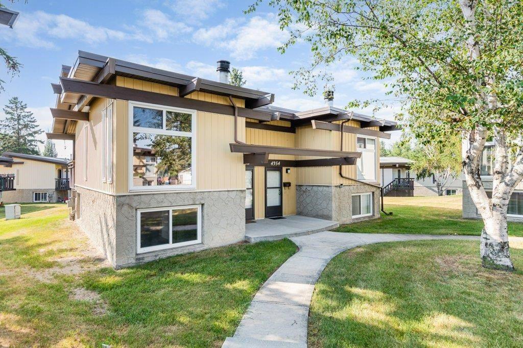 Main Photo: 4352 76 Street in Edmonton: Zone 29 Townhouse for sale : MLS®# E4253529