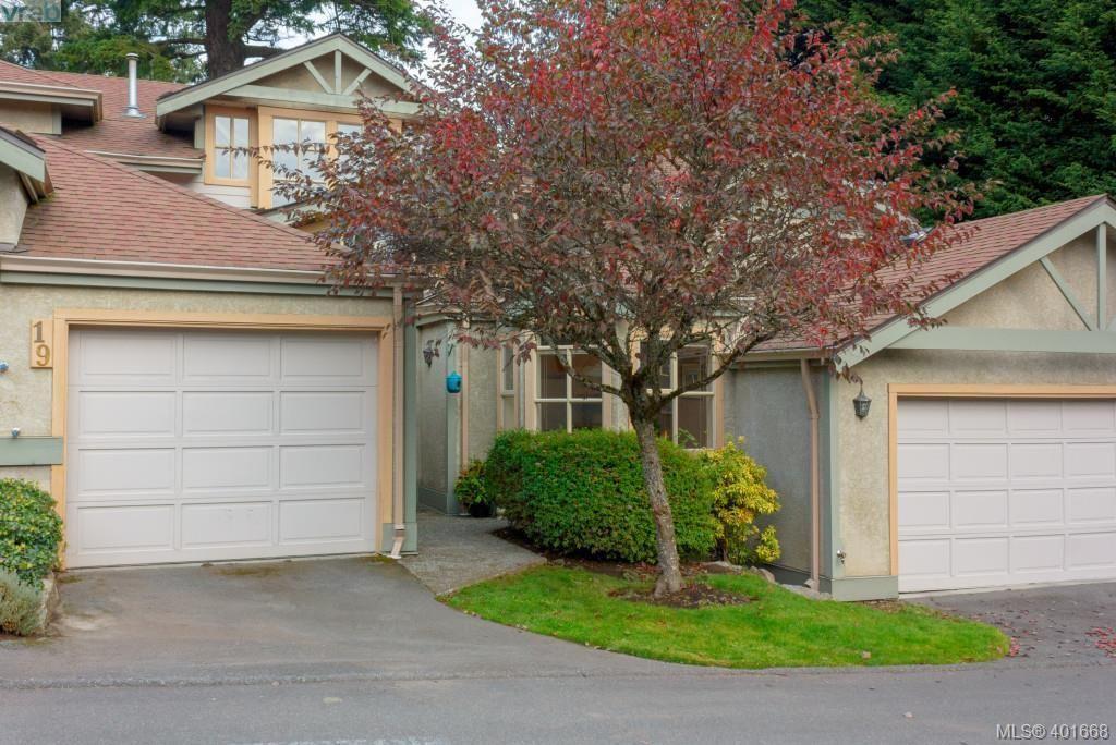 Main Photo: 19 500 Marsett Pl in VICTORIA: SW Royal Oak Row/Townhouse for sale (Saanich West)  : MLS®# 801524