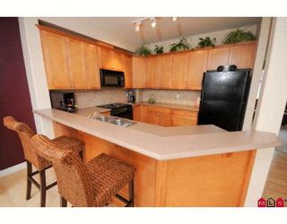 """Photo 2: 39 16760 61ST Avenue in Surrey: Cloverdale BC Townhouse for sale in """"HARVEST LANDING"""" (Cloverdale)  : MLS®# F2903413"""