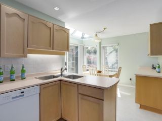 """Photo 10: 24 1925 INDIAN RIVER Crescent in North Vancouver: Indian River Townhouse for sale in """"Windermere"""" : MLS®# R2283604"""