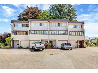 """Photo 1: 8 9446 HAZEL Street in Chilliwack: Chilliwack E Young-Yale Townhouse for sale in """"Delong Gardens"""" : MLS®# R2475378"""