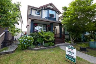 """Photo 1: 8688 207 Street in Langley: Walnut Grove House for sale in """"Discovery Towne"""" : MLS®# R2077292"""
